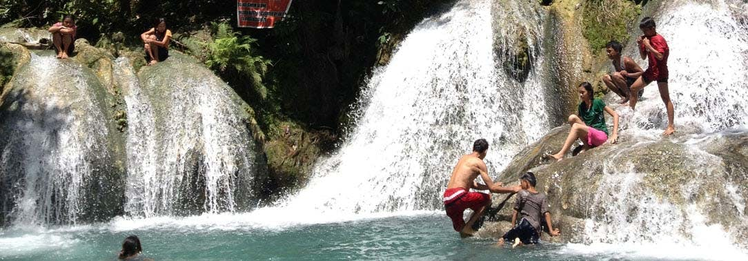 Visiting a waterfall during an IVHQ weekend in the Philippines