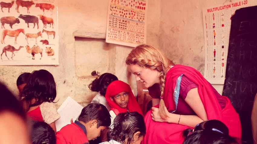 A volunteer teacher in India with IVHQ