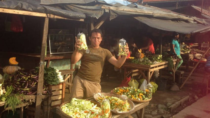 Visiting the markets in the Philippines during an IVHQ weekend