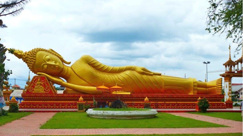 Visiting temples as an IVHQ volunteer in Laos