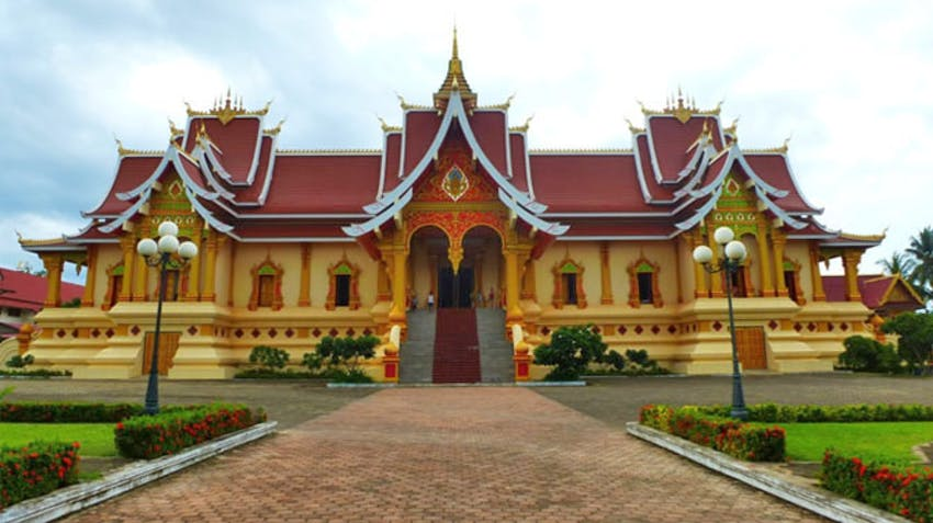 Touring temples as an IVHQ volunteer in Laos