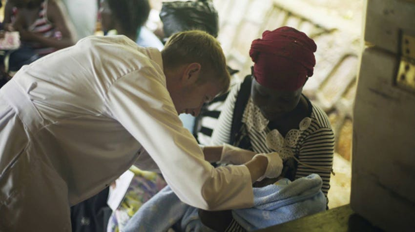 Medical volunteer in Uganda with IVHQ
