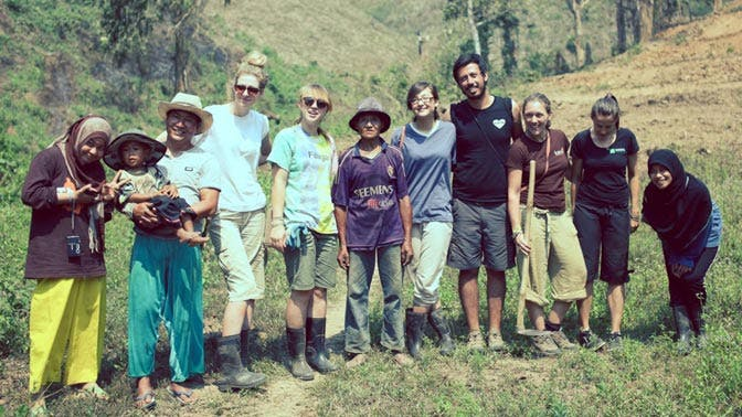 Volunteer in Thailand in a group with IVHQ