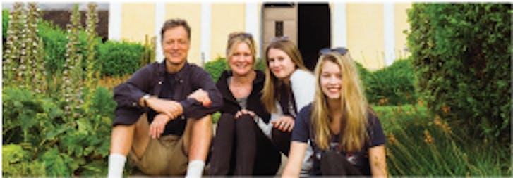 Volunteer travel for families